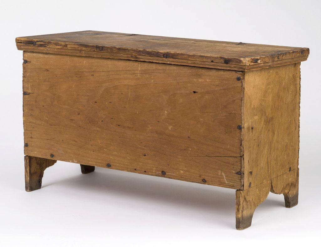 A small early 19th century six board chest